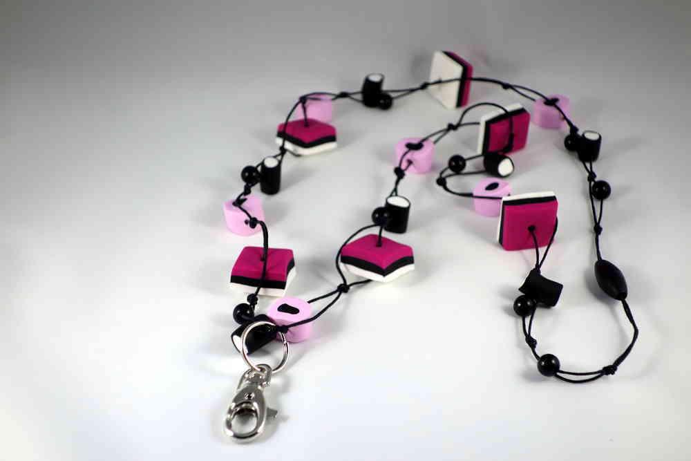 Mitä eroa on seuraavilla väreillä: pink, pinkki ja vaaleanpunainen?
